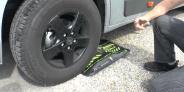 Flat-jack tyre cushion camper